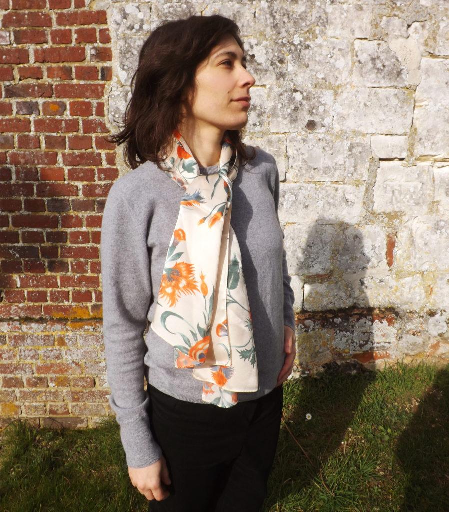 foulard en soie fabriqué en france 898x1024 - Foulards en soie, l'élégance made in France
