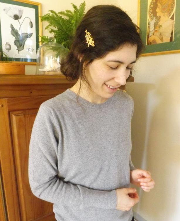 pull en cachemire gris femme - Pull en Cachemire et Barrette or - La marque Astrid Préel