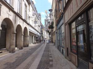 ville laon rue 300x225 - ville-laon-rue