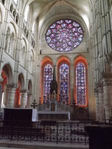 vitraux cathedrale de laon - Journée à Laon en famille : visite des souterrains, cathédrale, restaurant …