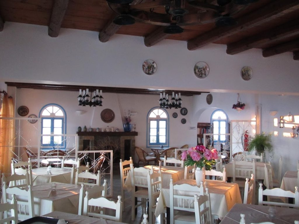 restaurant hotel en grece 1024x768 - Voyage en Grèce sur l'île de Syros