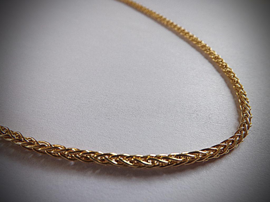 collier en or 18 carats 1024x768 - Collier Or jaune 18 carats un classique chic