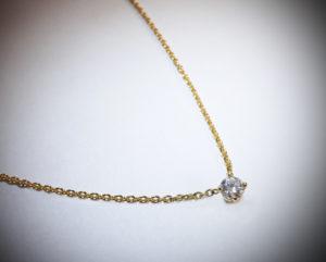 collier diamant et or 300x241 - collier-diamant-et-or