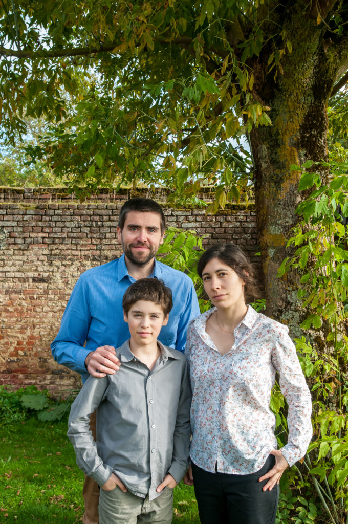 photo de famille 680x1024 - Séance photo en famille avec le photographe Xavier Breuze